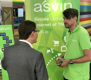 Mirko Ross CEO of asvin.io explaining the concept of secure IoT update distribution to vistors of Stuttgarter Security Congress