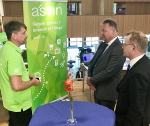 asvin.io CEO Mirko Ross is explaining the IoT update distribution to Dr. Bruno Kahl - president of Bundesnachrichtendienst Germany (BND)